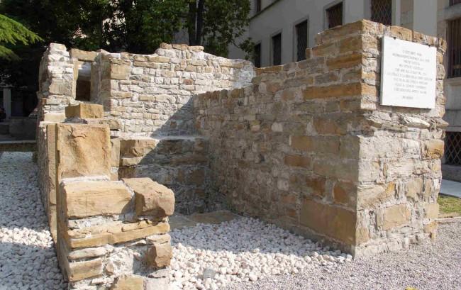 Resti e rovine antiche Ruderi Castello Belluno a Belluno 2