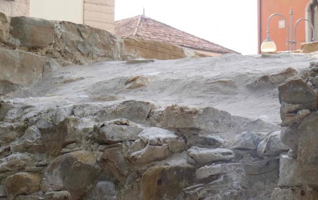 Überreste der Fundamente und Mauern